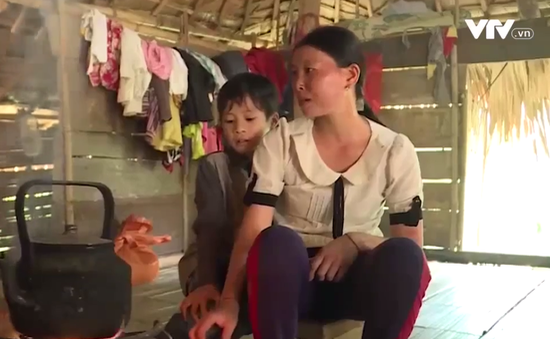 Tình yêu dành cho mẹ và ước mơ đến trường của cậu bé nghèo