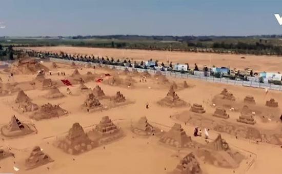 Độc đáo công trình điêu khắc cát lớn nhất Trung Quốc