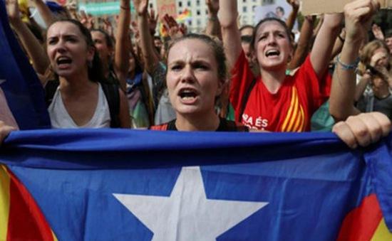 Khủng hoảng Catalonia lên tới đỉnh điểm