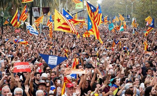 """Kinh tế Tây Ban Nha có thể """"bốc hơi"""" 27 tỷ EUR do khủng hoảng tại Catalonia"""