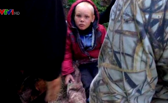 Tìm thấy bé trai 4 tuổi lạc trong rừng 4 ngày