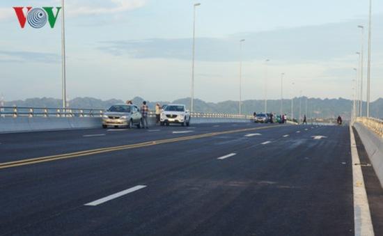 Xử lý nghiêm vi phạm trên cầu vượt biển Tân Vũ - Lạch Huyện
