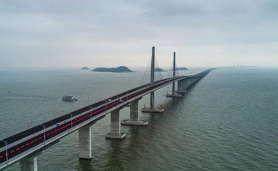 Tranh cãi xung quanh cây cầu vượt biển dài nhất thế giới của Trung Quốc