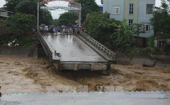 Một phóng viên mất tích trong dòng lũ dữ khi tác nghiệp tại Yên Bái