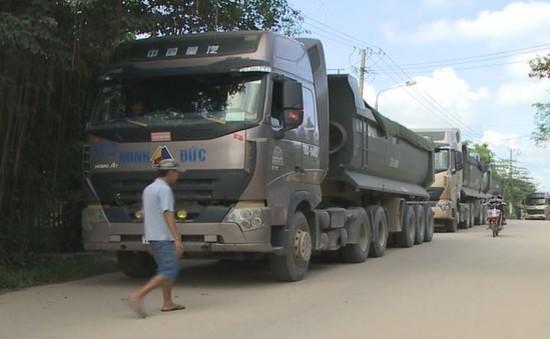 Dân chặn xe tải thi công đường cao tốc do gây ô nhiễm