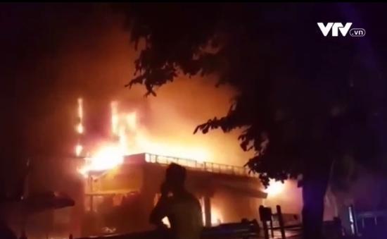 Hà Nội: Hiện trường siêu thị 2 tầng đổ sập do cháy trong đêm