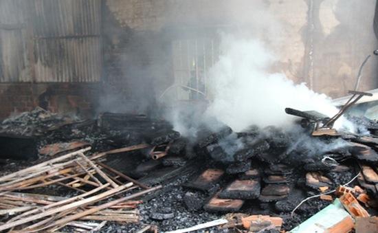 Bình Định: Cơ bản khống chế vụ cháy tại kho chứa bột mì
