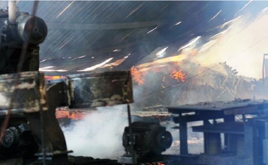 Hỏa hoạn thiêu rụi công ty sản xuất bao bì tại Bình Dương