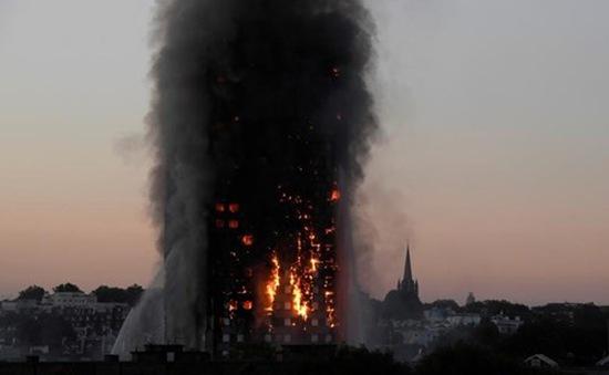 Vụ cháy chung cư ở Anh: Thủ tướng Theresa May chỉ định một cựu thẩm phán đứng đầu cuộc điều tra