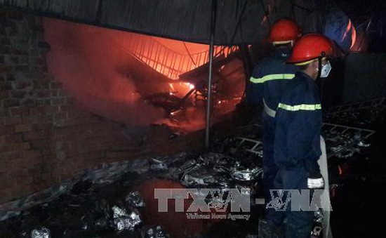 Bình Phước: Cháy cửa hàng giày dép, 2 mẹ con tử vong