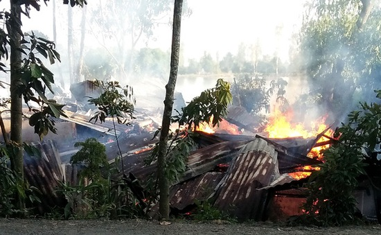 Đồng Tháp: Hỏa hoạn thiêu rụi 4 căn nhà ở huyện Cao Lãnh