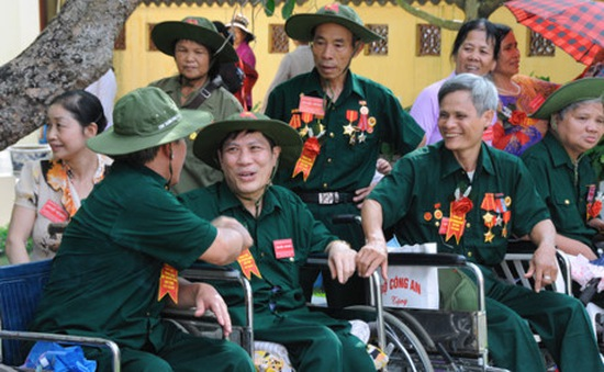 Cả nước dành sự quan tâm tới các gia đình thương binh, liệt sỹ