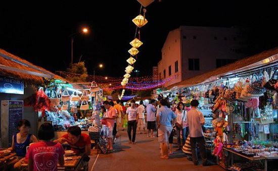 Ấm áp chợ đêm phục vụ du khách nghỉ đông ở Nha Trang