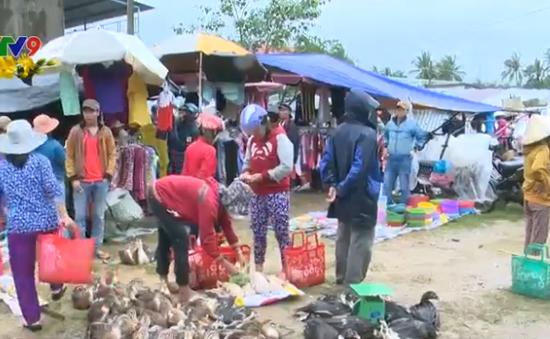 Nhộn nhịp phiên chợ vùng lũ ngày cuối năm tại Phú Yên