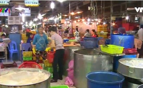 TP.HCM: Hải sản ngoại nhập ồ ạt về chợ đầu mối