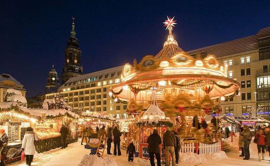 Thị trường mua sắm châu Âu nhộn nhịp mùa Giáng Sinh