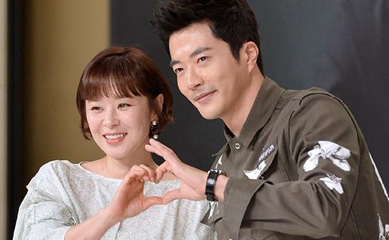 """Kwon Sang Woo bị bạn diễn """"tố"""" thất hứa"""