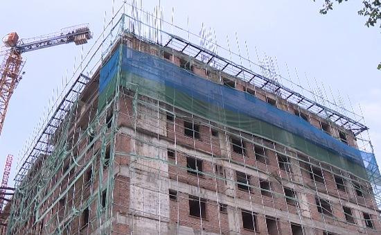 Lạ kỳ chung cư giữa Hà Nội xây đến tầng 8... không có giấy phép xây dựng