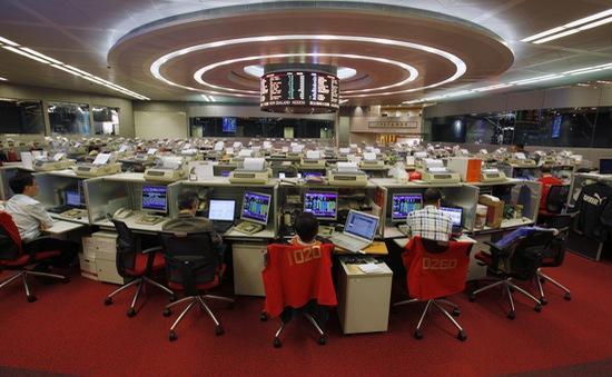 Chứng khoán Hong Kong lần đầu vượt mốc 30.000 điểm trong 10 năm qua