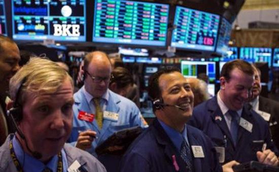 Dow Jones vượt mốc 25.000 điểm lần đầu tiên