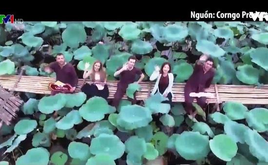 Nhóm bạn trẻ nước ngoài làm clip mừng Quốc khánh Việt Nam