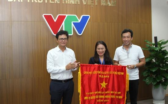 Trao tặng Cờ thi đua của Chính phủ cho Ban Thanh Thiếu niên