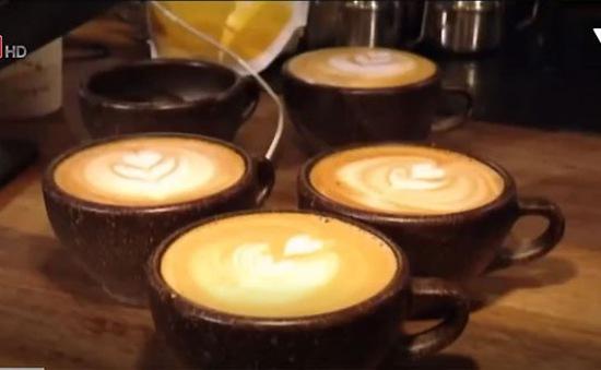 Những chiếc cốc làm từ… bã cà phê
