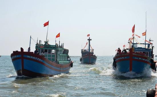 Lá cờ Tổ quốc -  niềm tự hào của mỗi ngư dân vươn khơi bám biển