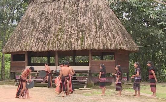 Tây Giang (Quảng Nam) lập đội trống chiêng và xây dựng Gươl trong trường học