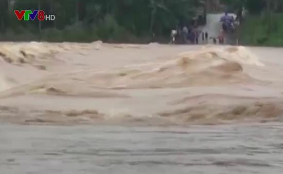 Quảng Ngãi: Thủy điện xả lũ, nhiều vùng bị cô lập