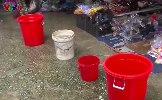 Lũ cuốn trôi hệ thống cấp nước, 300 hộ dân Quảng Ngãi mất nước sinh hoạt