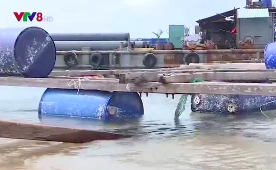 Khó khăn trục vớt lồng bè chìm vùng nuôi trồng thủy sản