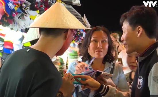 Nhộn nhịp chợ đêm tại Nha Trang mùa nghỉ Đông