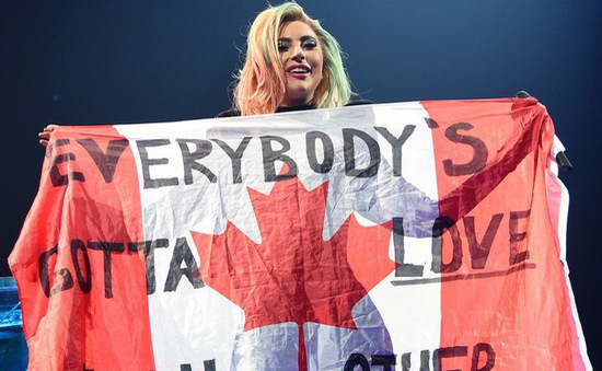Lady Gaga khởi động lại tour lưu diễn thế giới