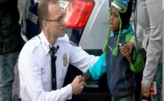 Hiện thực hóa ước mơ trở thành cảnh sát của cậu bé ung thư não