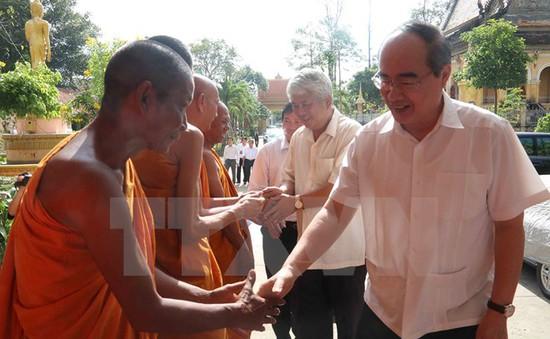 Đồng chí Nguyễn Thiện Nhân chúc Tết cổ truyền Chol Chnam Thmay