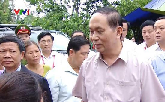 Chủ tịch nước thăm hỏi người dân vùng lũ rốn lũ Đà Nẵng