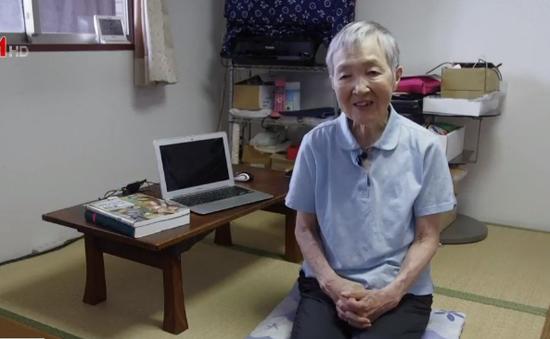 Cụ bà 82 tuổi vẫn duy trì nghề lập trình viên