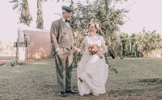 Xúc động bộ ảnh cưới của cặp vợ chồng già sau 60 năm ngày cưới