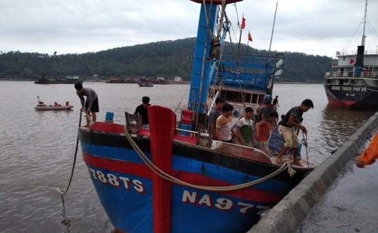 Nghệ An: Cứu nạn tàu cá cùng 19 ngư dân bị nạn