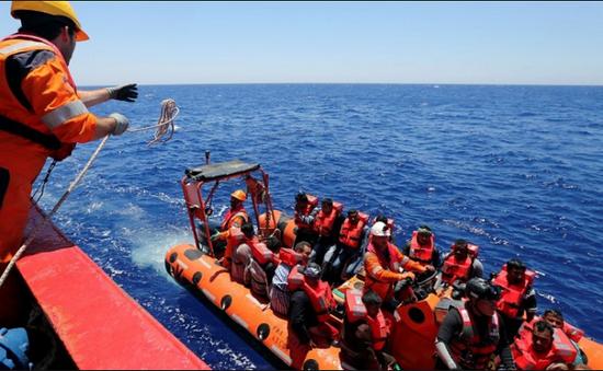 Cứu sống hơn 200 người di cư ở ngoài khơi Libya