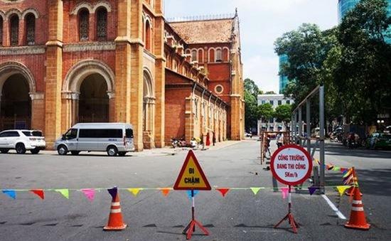 TP.HCM tạm ngừng tham quan nhà thờ Đức Bà
