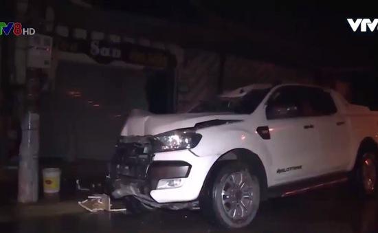 Hà Tĩnh: Xe ô tô bán tải đâm nhà dân