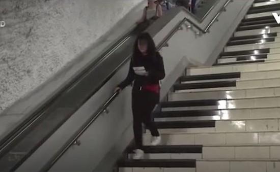 Mexico biến bậc thang nhà ga tàu điện ngầm thành piano khổng lồ