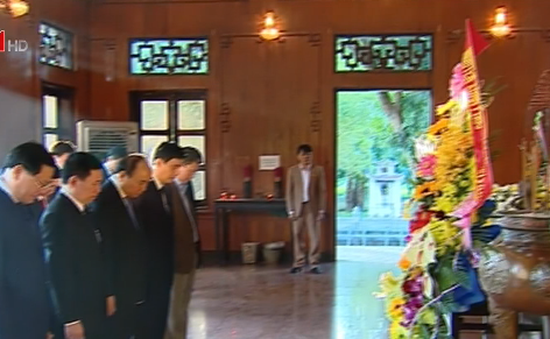 Thủ tướng dâng hương tại Khu di tích Kim Liên