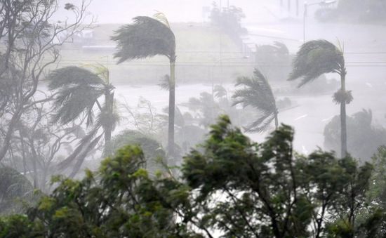 Siêu bão nhiệt đới Debbie đổ bộ Australia