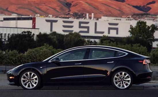 Elon Musk khoe ảnh Tesla Model 3 phiên bản sản xuất