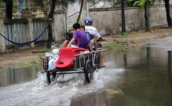 Ứng phó với bão số 10: Đã di dời được 18.500 hộ dân