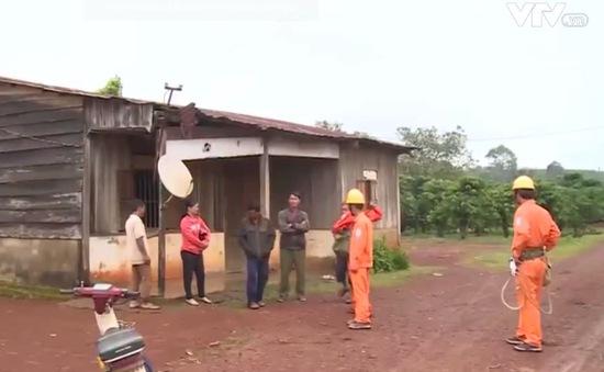 Tổ lưu động hỗ trợ đồng bào dân tộc ở Tây Nguyên sử dụng điện an toàn