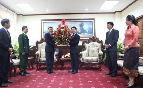 Lãnh đạo Việt Nam gửi lẵng hoa, điện mừng tới Lãnh đạo cấp cao Lào